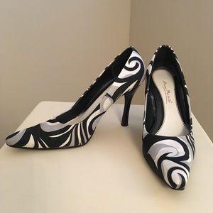 ANNE MICHELLE Patterned Heels